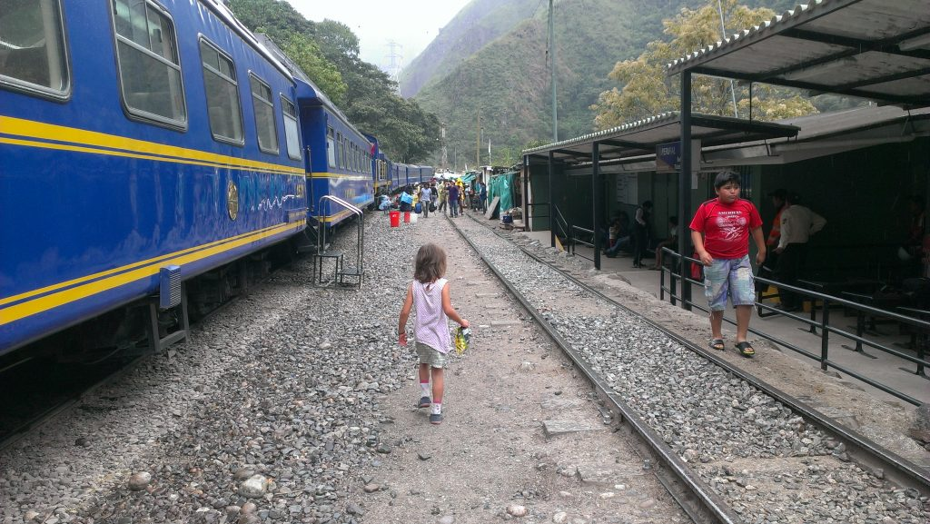 train-to-machu-picchu-with-kids