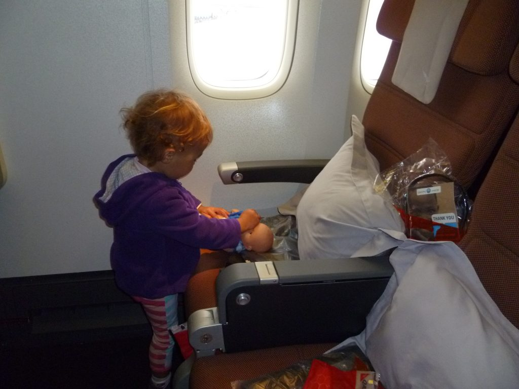 21 Awesome Screen free Airplane Activities for Kidsairplane activities for kids, plane activities for kids, things to do for kids on a plane, mostly screen-free activities for the plane